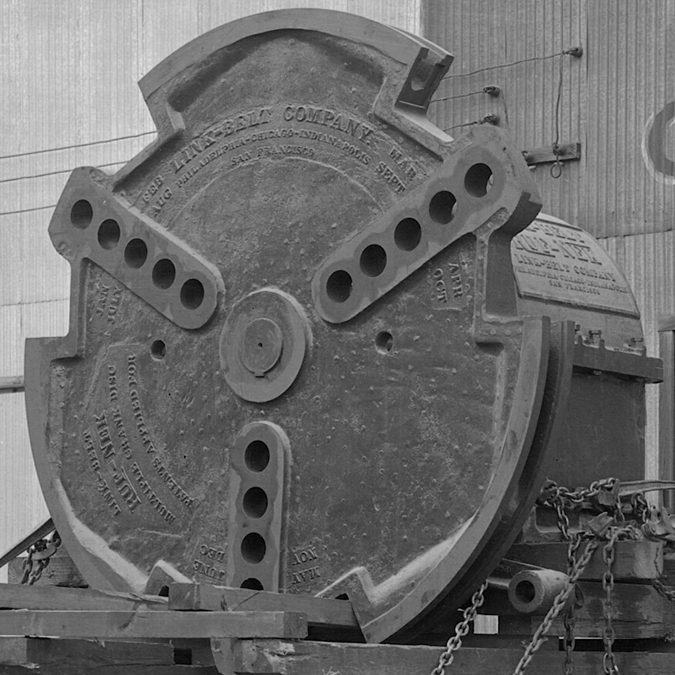 Oil-Supply-Texas-iron-Works-Multiple-Crank-Disk-Truck_UPCLOSE2