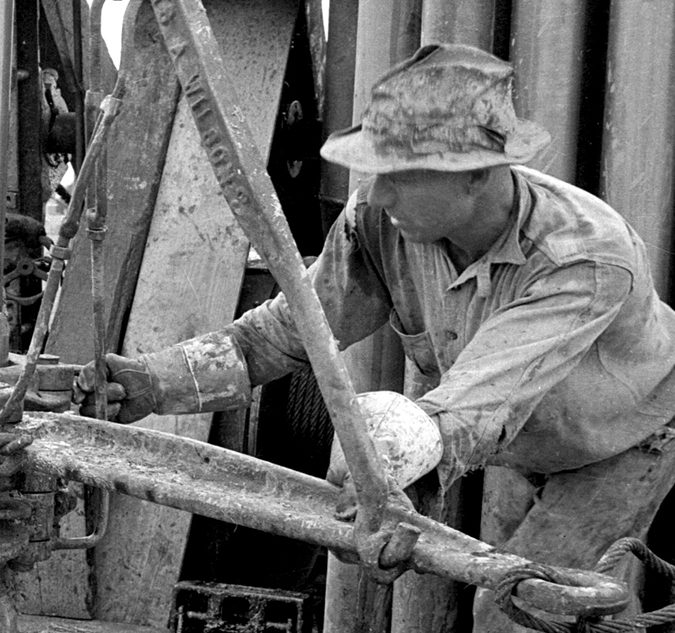 Working-the-Tongs-–-west-Texas-1930's_UPCLOSE2