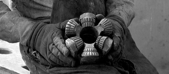 Roughneck-holding-a-1920's-era-drill-bit2