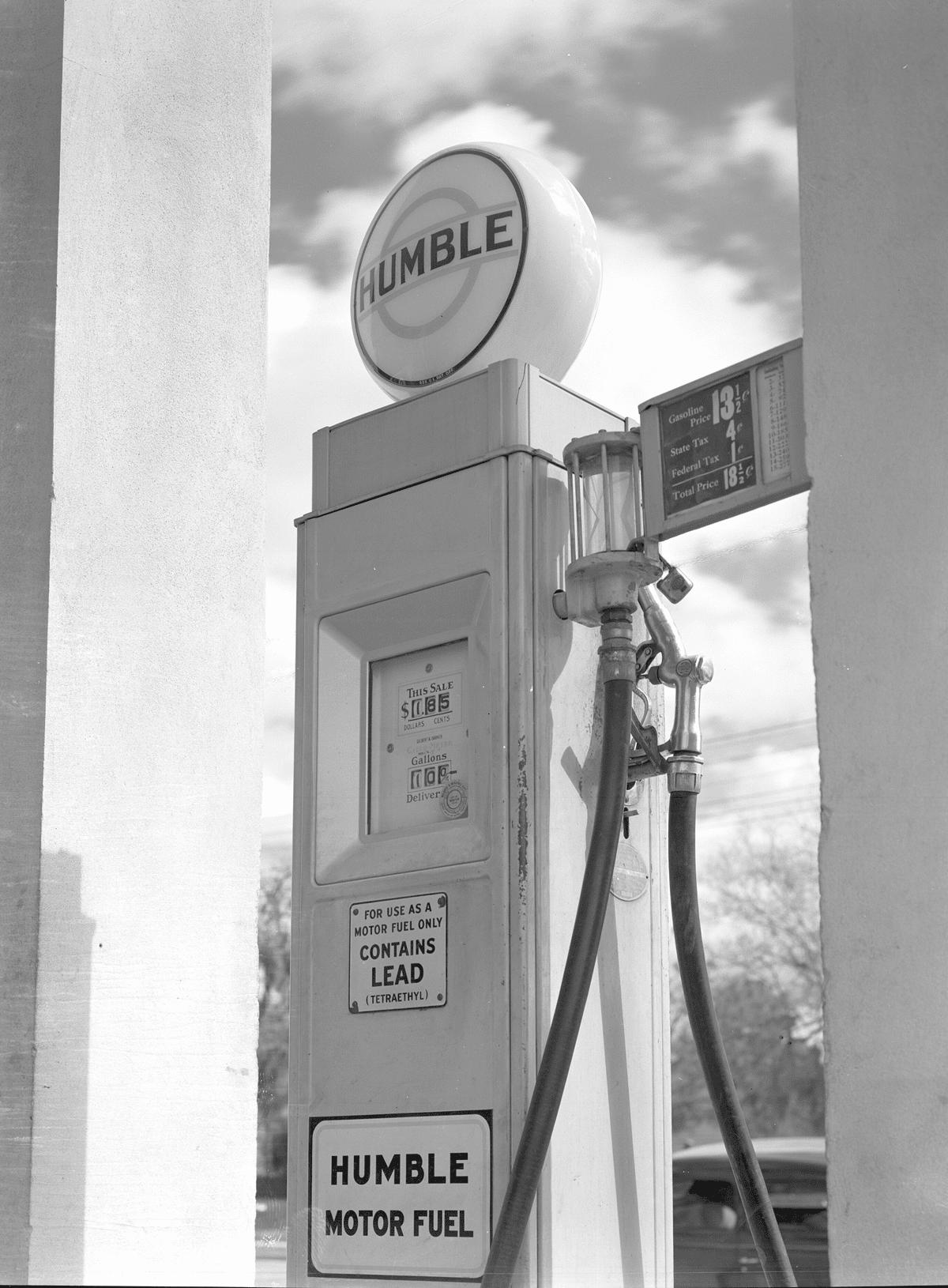 a-HUMBLE-OIL-GAS-PUMP-13-CENTS-GAL
