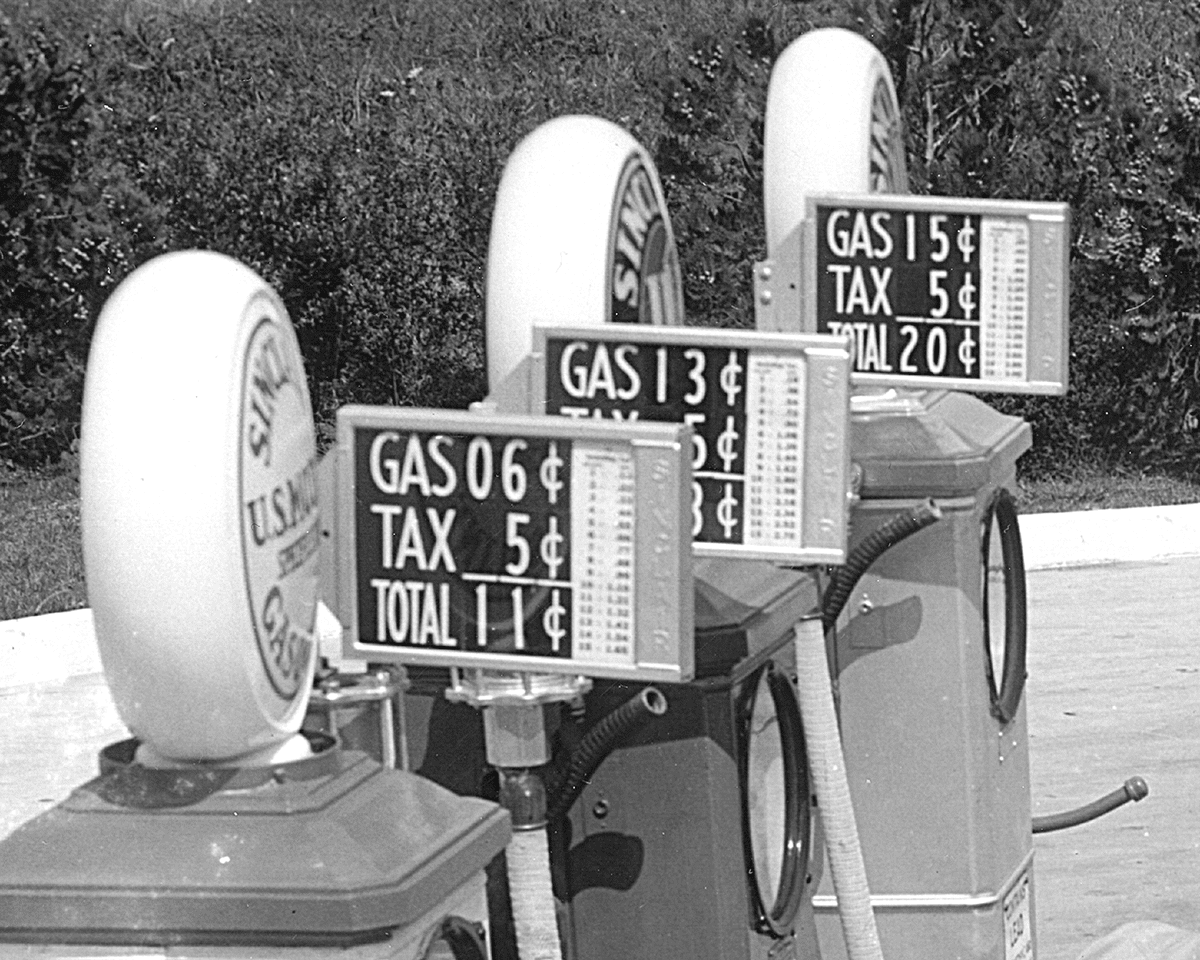 a-SINCLAIR-GAS-STATION-PUMP-PRICES-1934