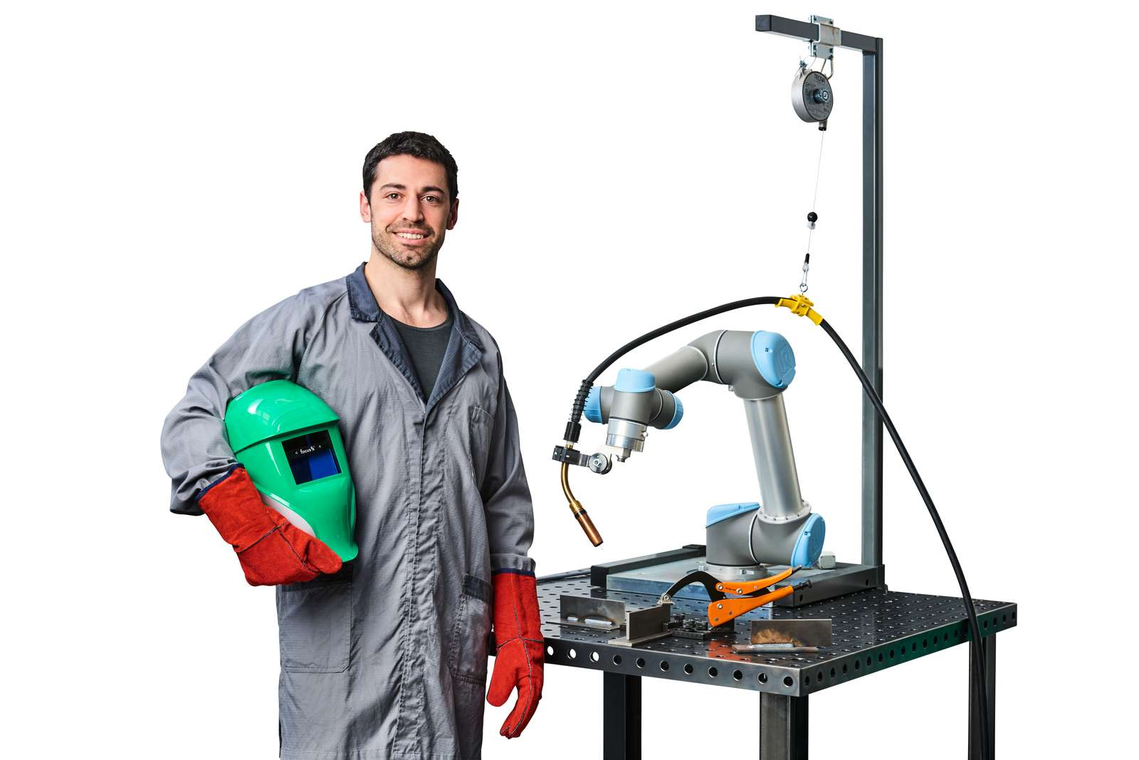 Collaborative robots offer cost-effective, easy-to-implement flexibility for a wide range of fabrication processes, with safe side-by-side deployment alongside human workers.