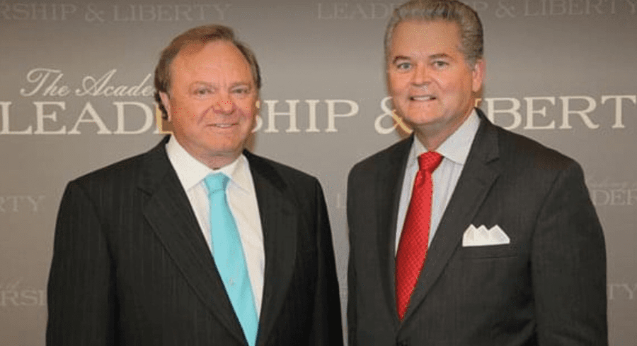 Continental Resources CEO, Harold Hamm (L), and Chair of theIntl. Energy Policy Conference,Mark Stansberry (R).